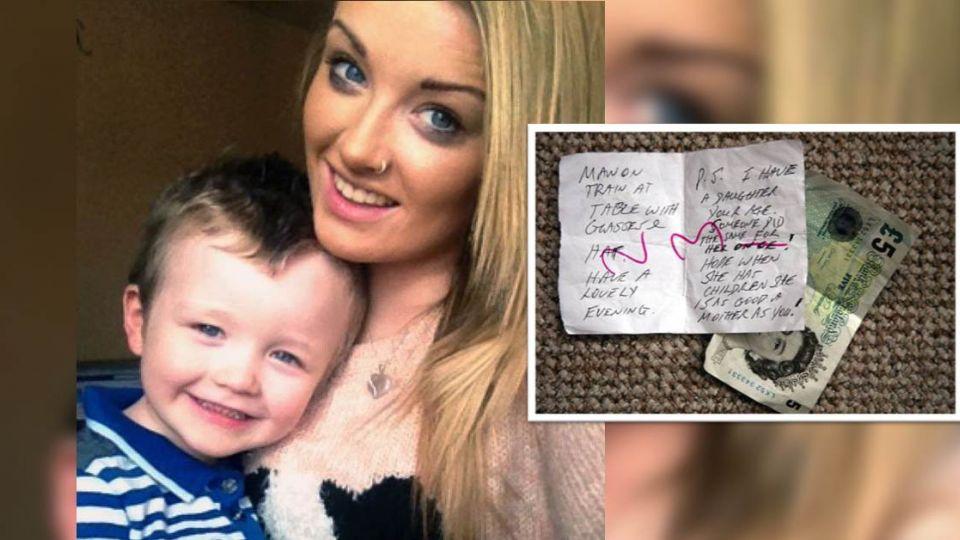 年輕媽抱3歲娃搭火車!下車前竟收到藏了5英鎊的神祕字條