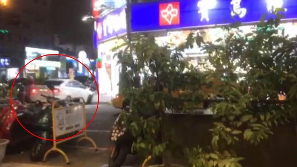 【影片】又是台中!疑行車糾紛鬧鬥毆 街頭混戰亮槍還衝撞