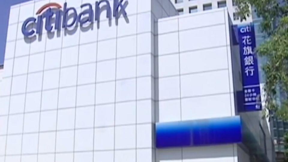 刁難開戶引發衝突? 民眾控銀行「歧視」