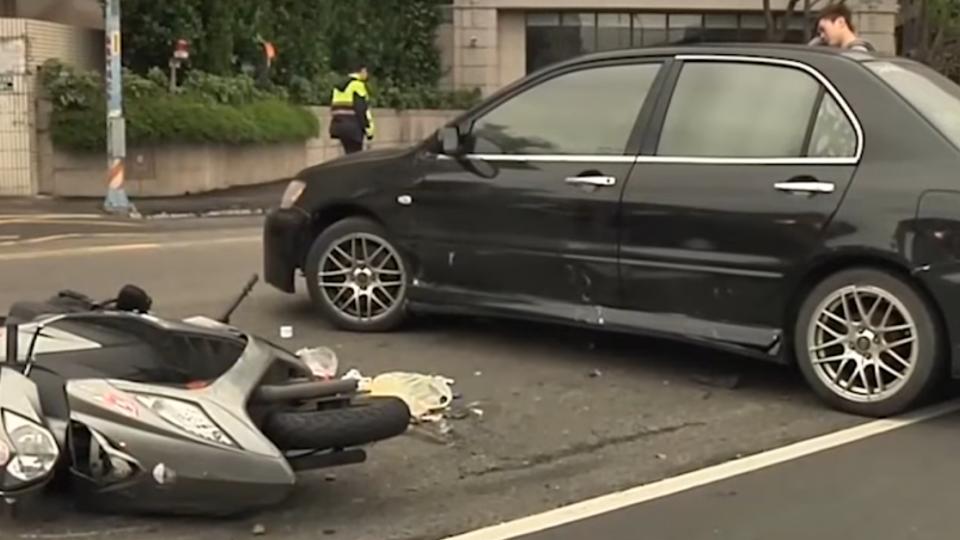 17歲無照少年開車迴轉 害直行騎士攔腰撞亡
