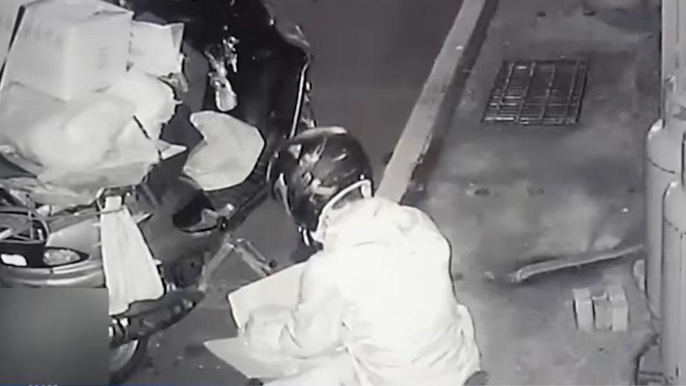 鍋燒麵店遇「食材盜」半夜撬冷凍櫃全搬光