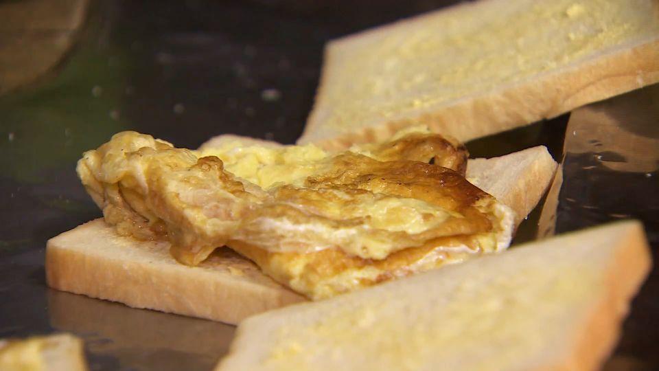 煎蛋或蒸蛋 太早放鹽會有毒? 營養師:謠言啦