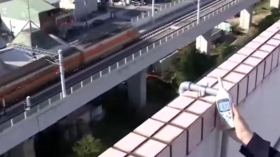 沒隔音牆!台鐵高架飆86分貝 住戶怒:吵死人