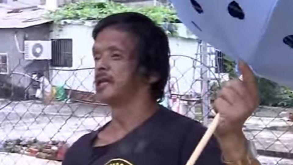「口吃」替傘取名、說故事 雨傘伯克服身障南北奔波