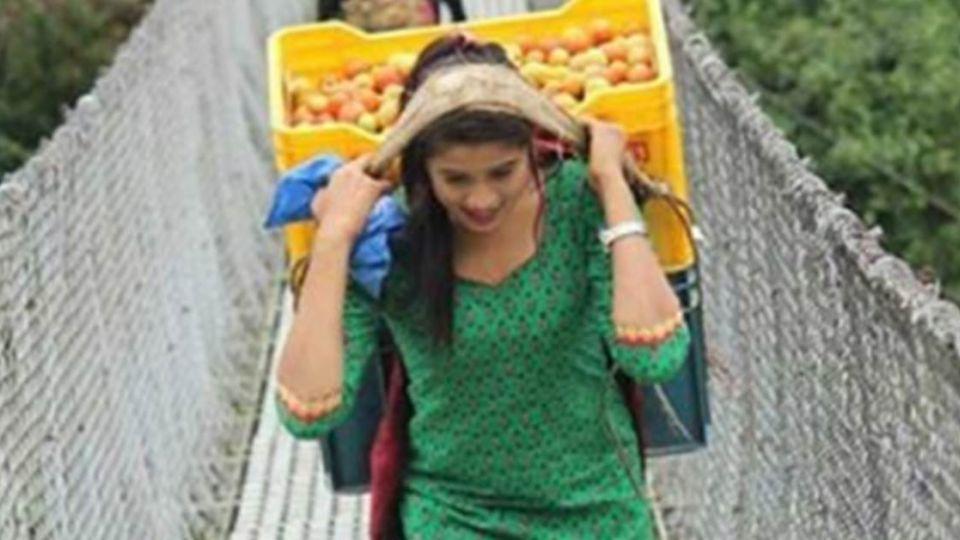 尼泊爾18歲賣菜少女被偷拍 一夜爆紅連BBC都報導