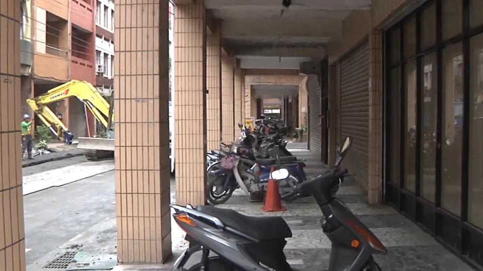 車停自家騎樓被開單 法院判「私地公道」該罰