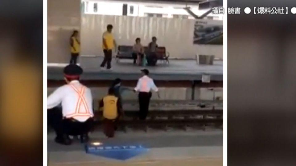 火車進站女突墜落月台 運將急煞險撞上