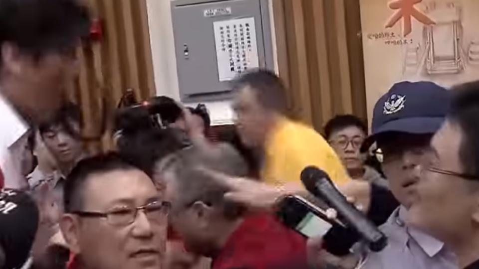 反解禁福島食品 公聽會爆發流血意外