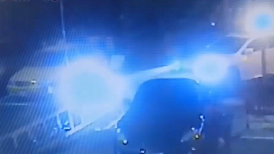 酒駕衝圍籬撞上跑車 肇事男還嗆警「開槍啊」