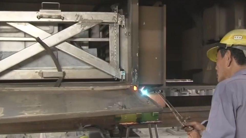 自強號「鋼輪剝落」飛起打破玻璃 6百客被迫換車
