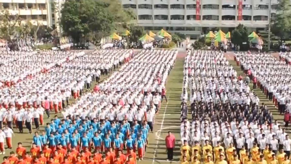 中山工商八千學生踢正步 校友:我讀的是軍校無誤!