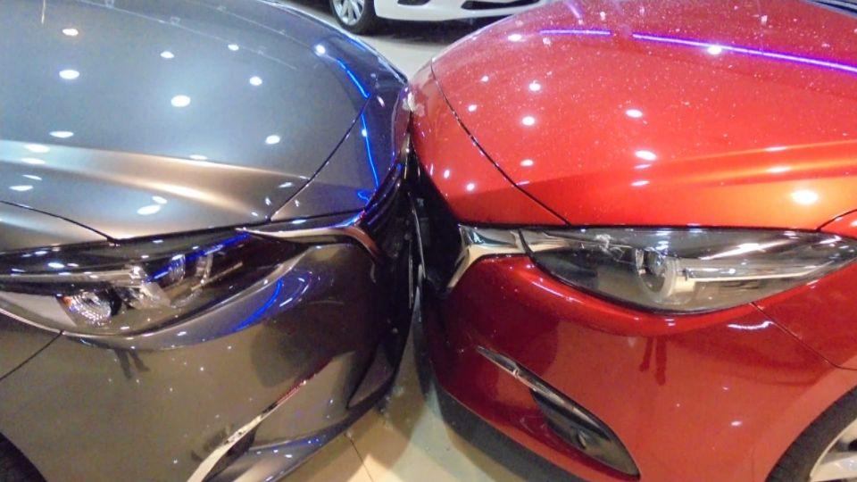 試乘車撞上試乘車 婦人油門當煞車直衝