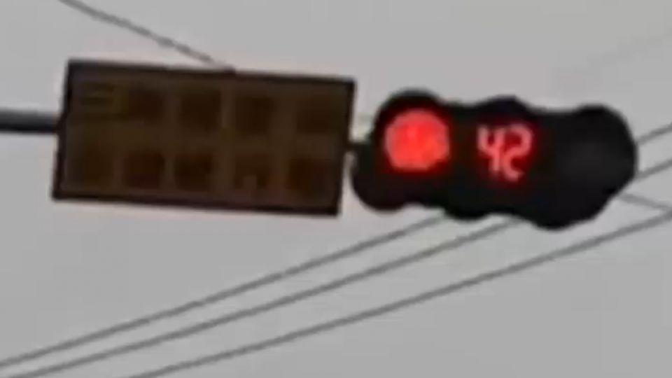 燈號出槌!紅燈永遠倒數不完 駕駛好崩潰