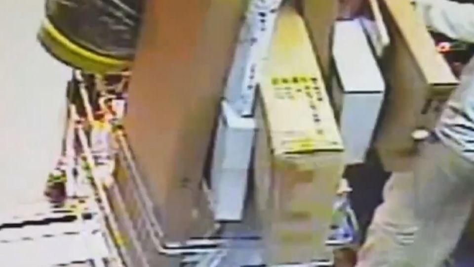 破解家具賣場「電梯規則」 婦偷搬貨避結帳區