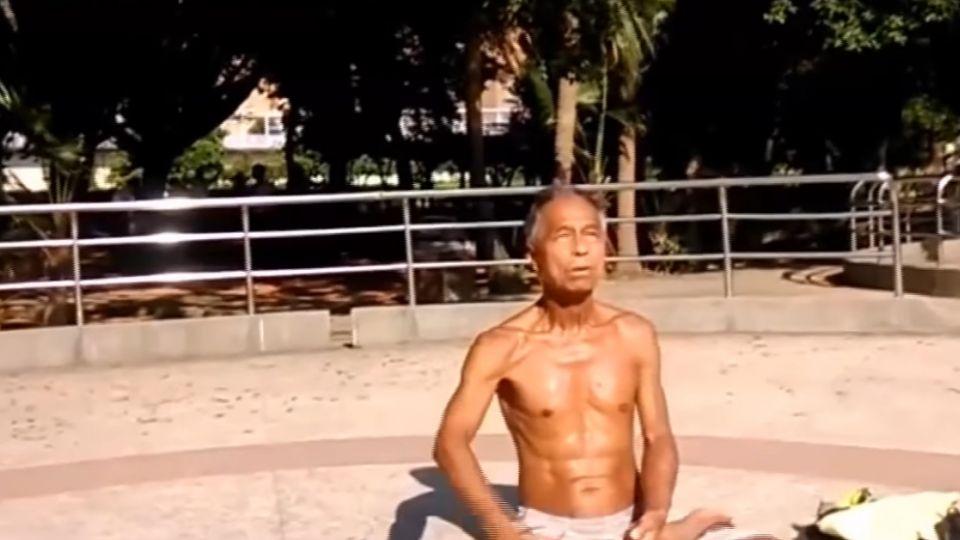 嚇! 木棍打頭哪招? 72歲老翁稱自練氣功健身