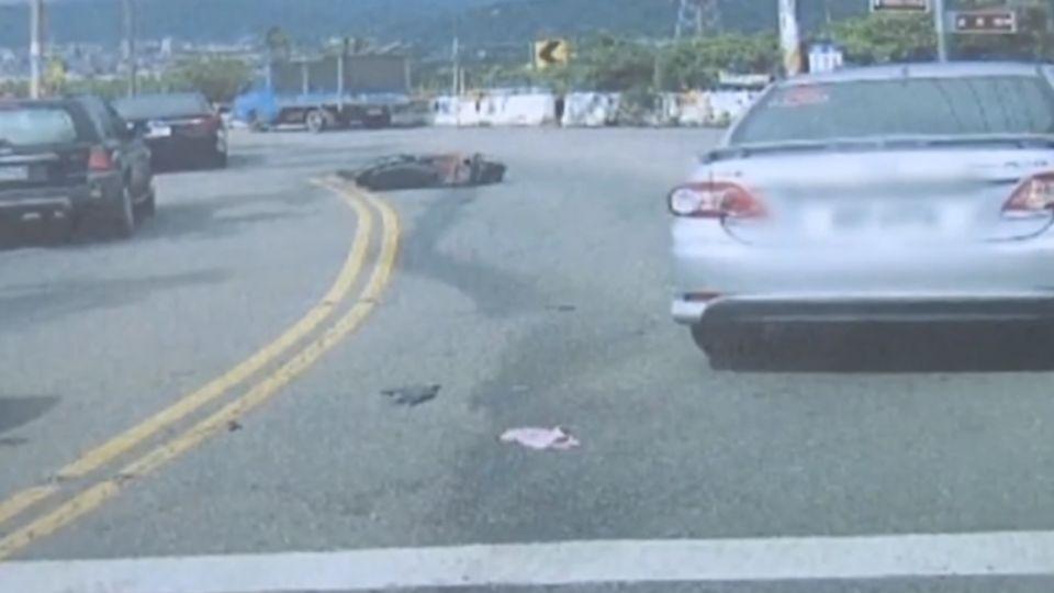 控軍人無照自摔  撞車害損壞還嗆告過失傷害