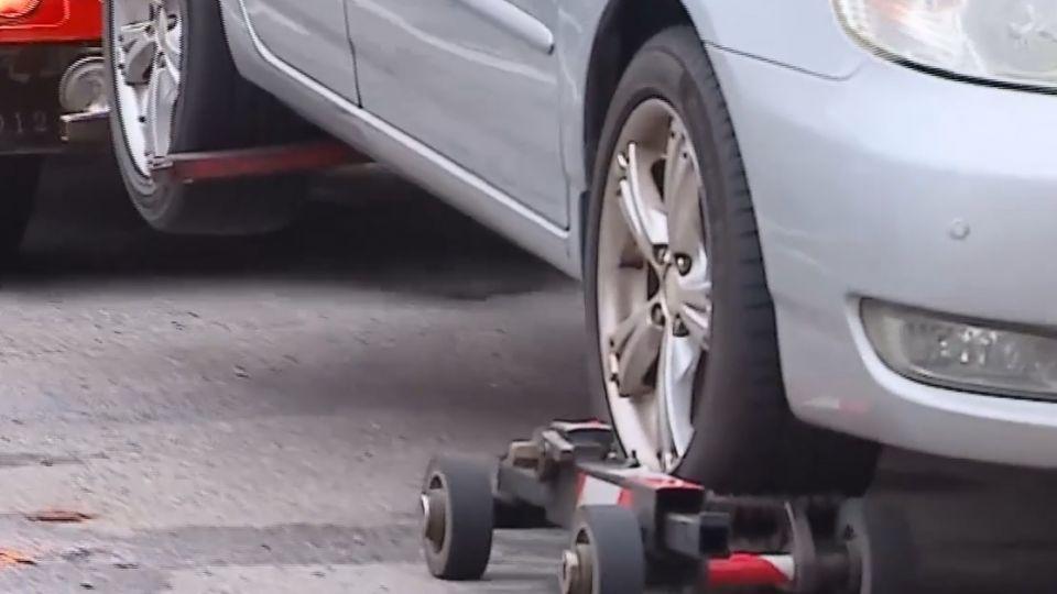 事故車輛不移走 輪胎「消風」車變「廢鐵」