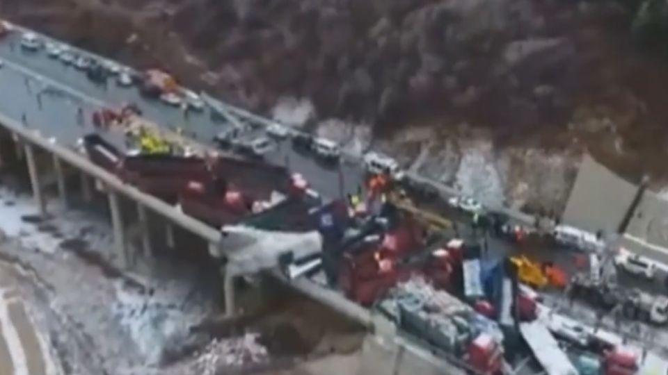 陸山西37車連環撞車禍 釀17死37傷