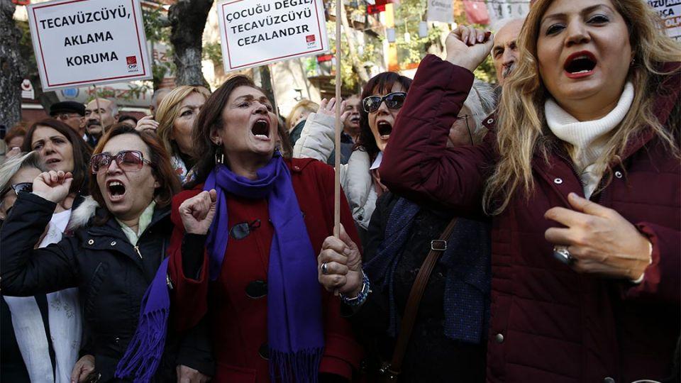 【端傳媒】性侵少女後可通過成婚免罪?土耳其執政黨法案遭猛烈抨擊
