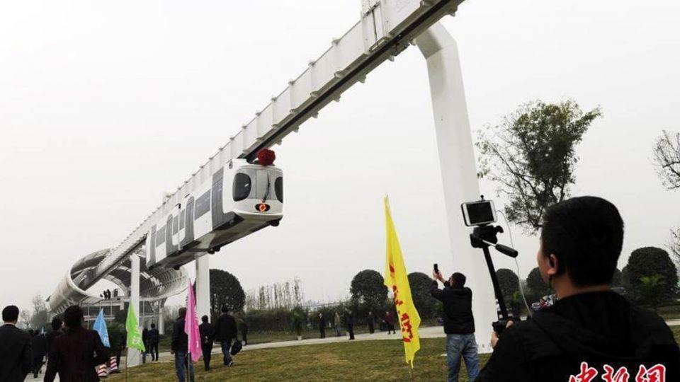 世界首創!大陸「空鐵」上路了 吊掛5公尺高空