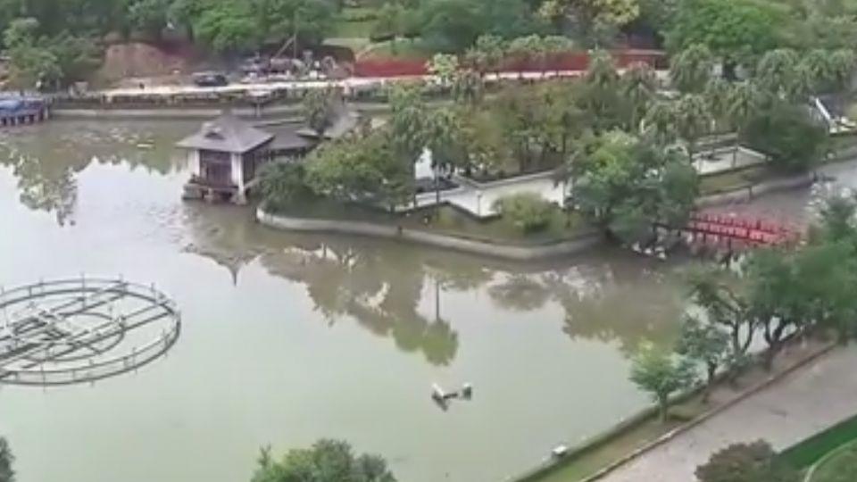 台中公園日月湖罕見封閉 百年來首次清淤