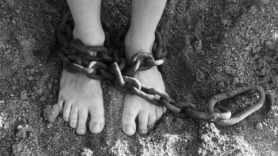 「外面世界太危險!」遭母囚禁2年 兒暴怒持斧弒親