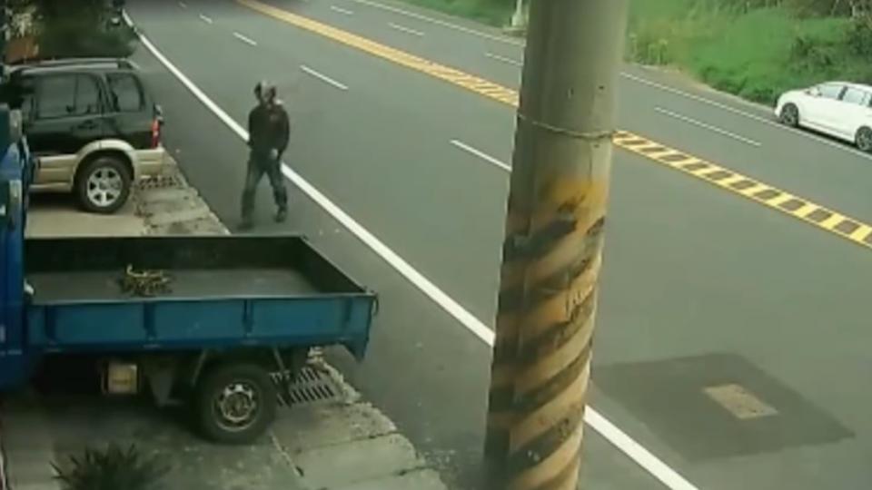 「不到2分鐘」撬車門開走貨車 生財工具家前被偷