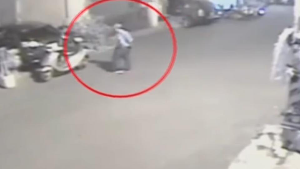 連偷機車置物箱零錢 大膽竊賊「無視」監視器