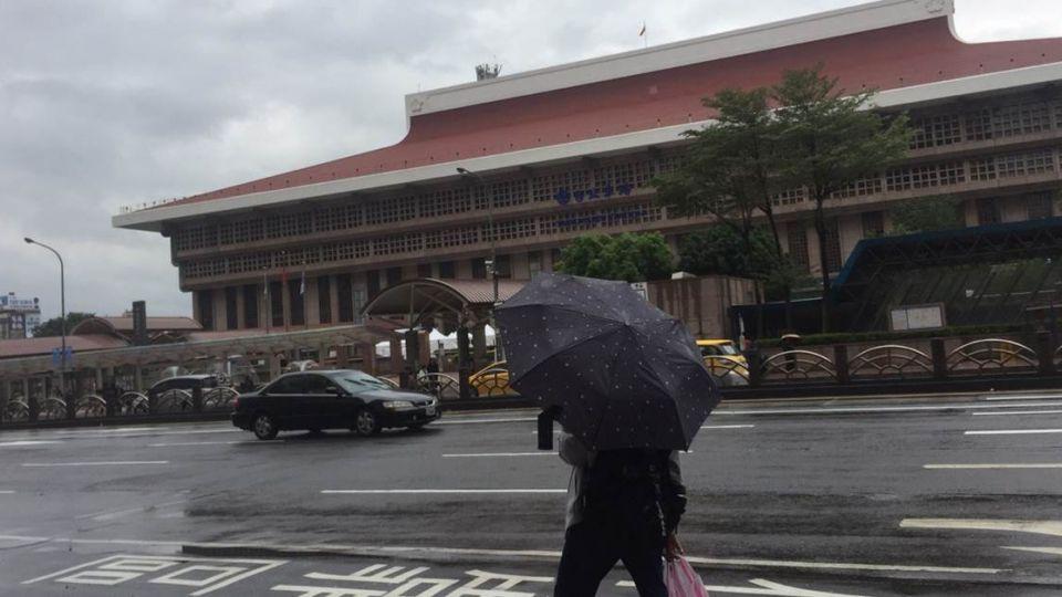 「蝎虎」+季風全台濕涼 吳德榮:未來一周恐有颱風