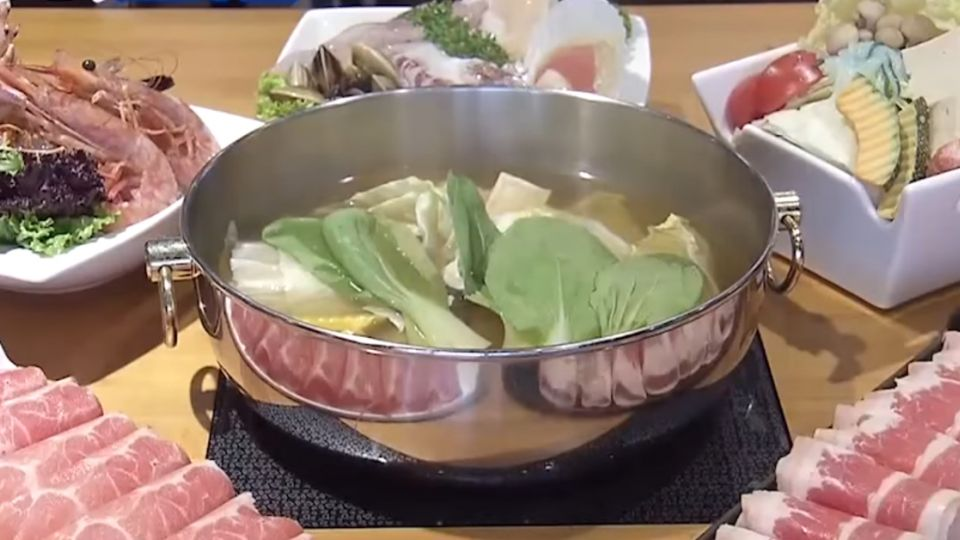 法國藍龍蝦鍋 蝦卵Q彈、蝦肉搭柚醬鮮甜升級
