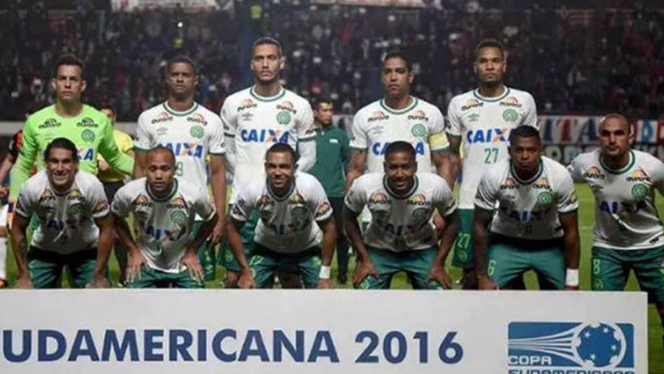 載有巴西足球隊客機墜毀 機上81人恐僅6人生還