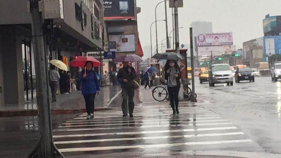 穿上外套雨具備好!今晚開始變天 氣象專家:全台大範圍降雨