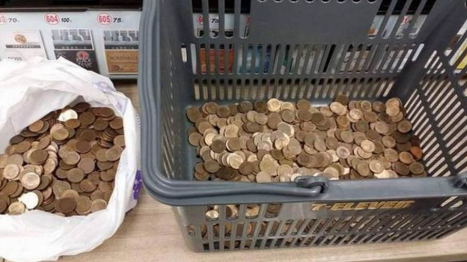 2千個1元硬幣繳費!超商店員「阿雜」網友:叫他先數完