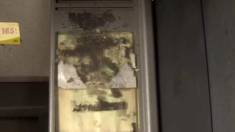 破壞版綠巨人浩克 卡片被吃徒手打裂提款機
