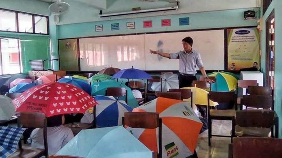 為防作弊出奇招 老師竟要學生「撐傘考試」!