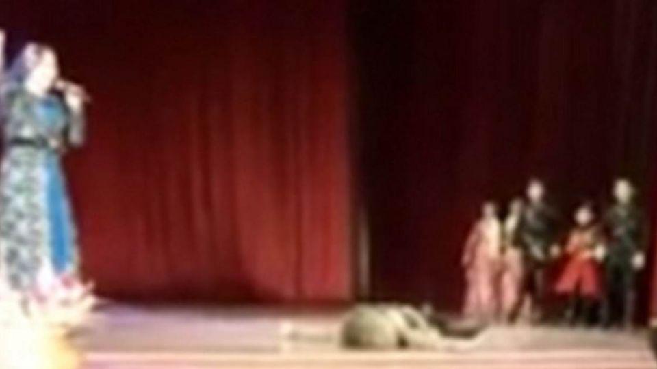 俄舞者表演時心臟病發猝死 觀眾以為表演特效狂鼓掌