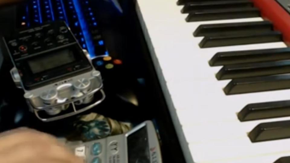 好神! 鋼琴達人用計算機彈奏 數字鍵變音符
