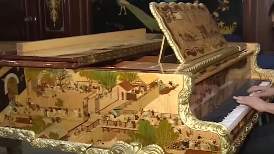 「清明上河圖」鋼琴 歷時一年手工鑲嵌