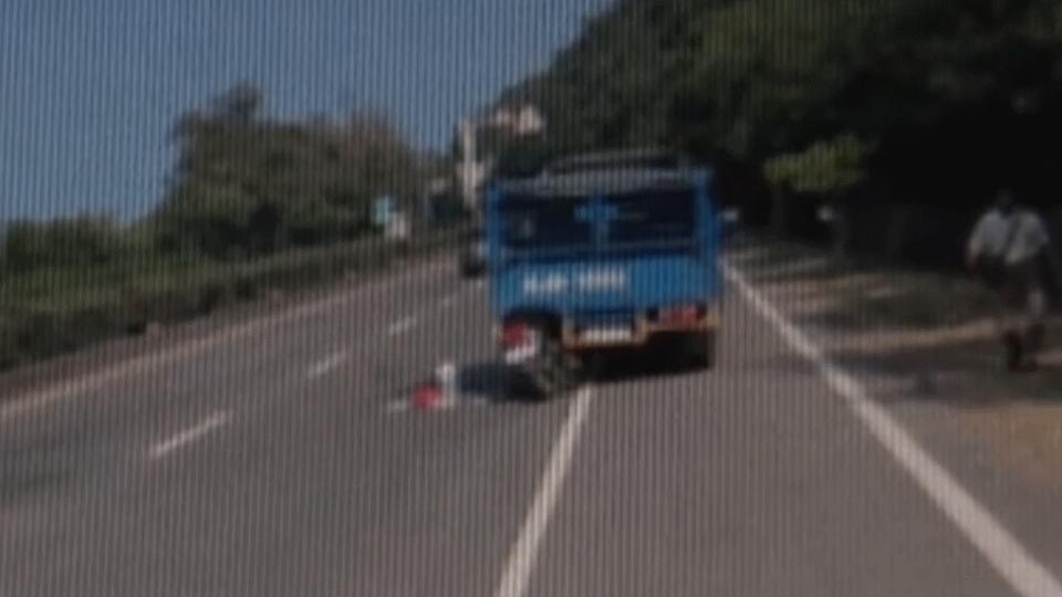 貨車臨停為撿錢害騎士撞癱 駕駛判賠203萬