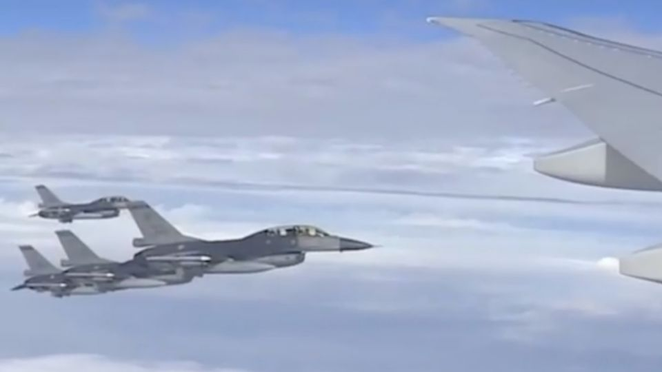 出訪首日傳遼寧號挑釁戰機護航 蔡總統:全力捍衛領空