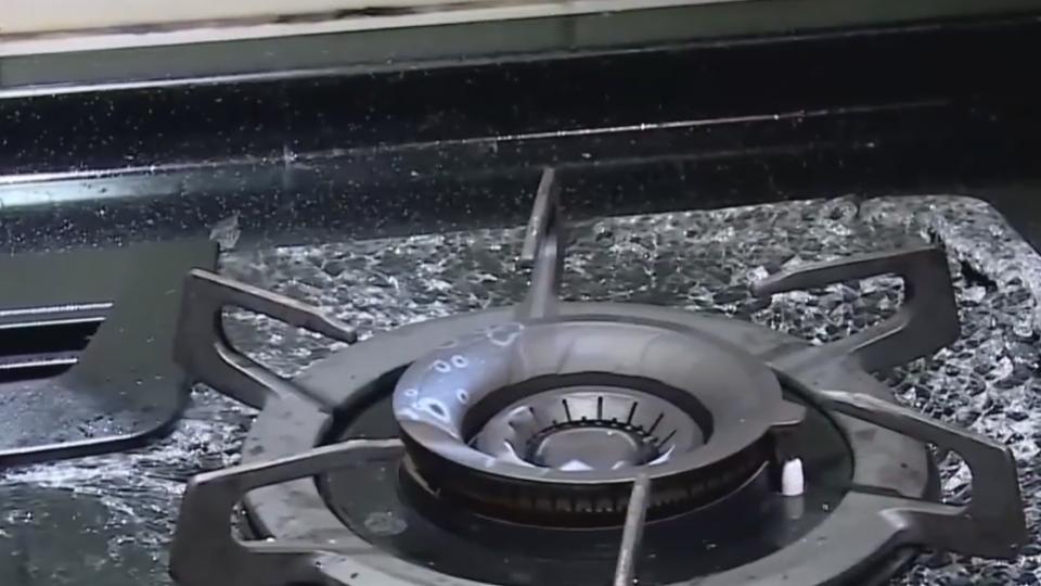 「開火不到五次」  煮湯煮一半瓦斯爐玻璃檯面碎