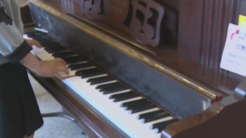 好便宜!台南再生家具拍賣 一架鋼琴500元