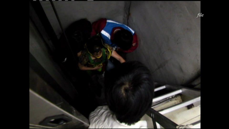 搭電梯注意!電梯車廂、樓層地板達水平再搭