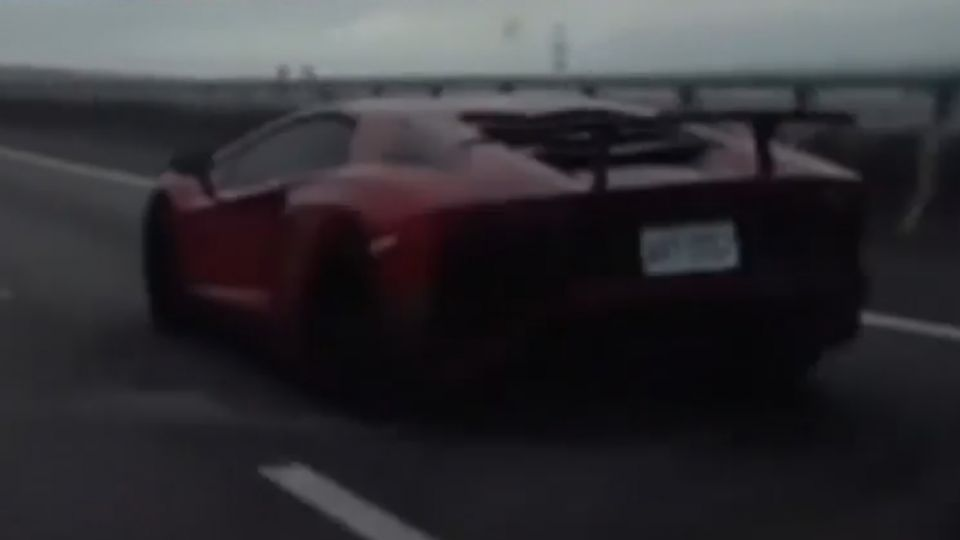 國道變賽車場! 5藍寶堅尼超速飆 駕駛紛閃避