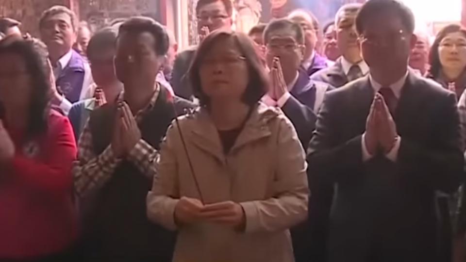 年初三總統發福袋 逾5百人排隊等小英