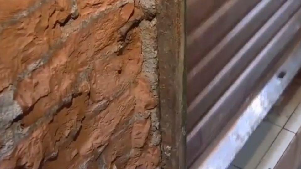 鋼筋暴露在外 「挖水管敲掉我家牆」住戶怒