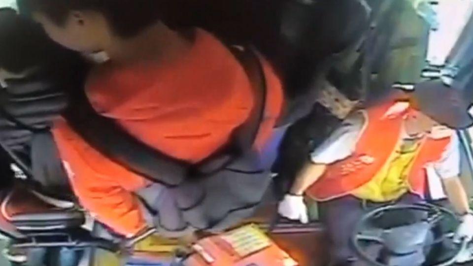 遭客訴不讓上車 司機反擊調公車爆滿畫面打臉