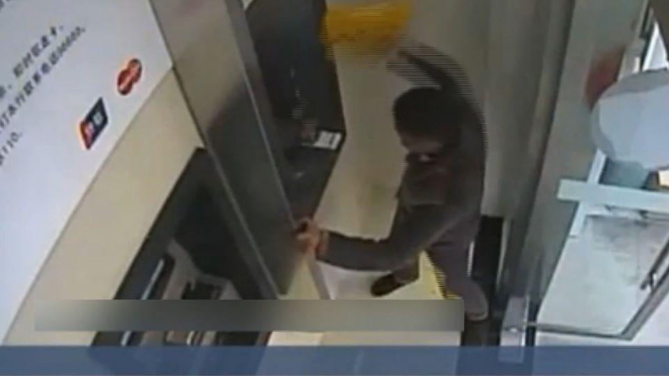 慶生後帶酒意取款操作不當 男子砸ATM被逮