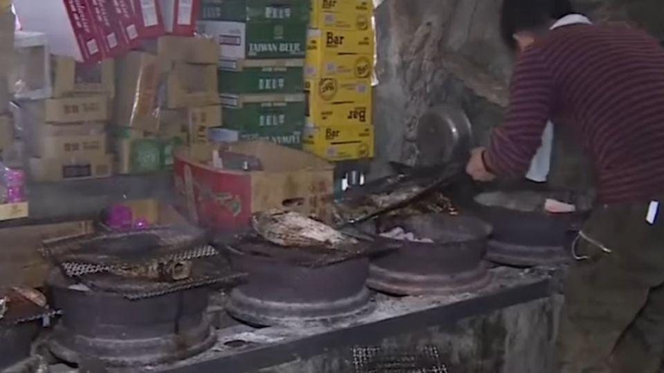 超肥美鹽烤台灣鯛 老闆1人顧16爐忙翻