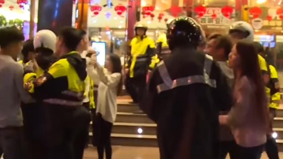 展「雄性本能」 酒後KTV亂鬥 女友眼前全遭警押